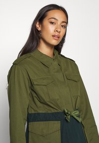 Scotch & Soda - TWO TONE FIELD JACKET  - Lehká bunda - green - 3