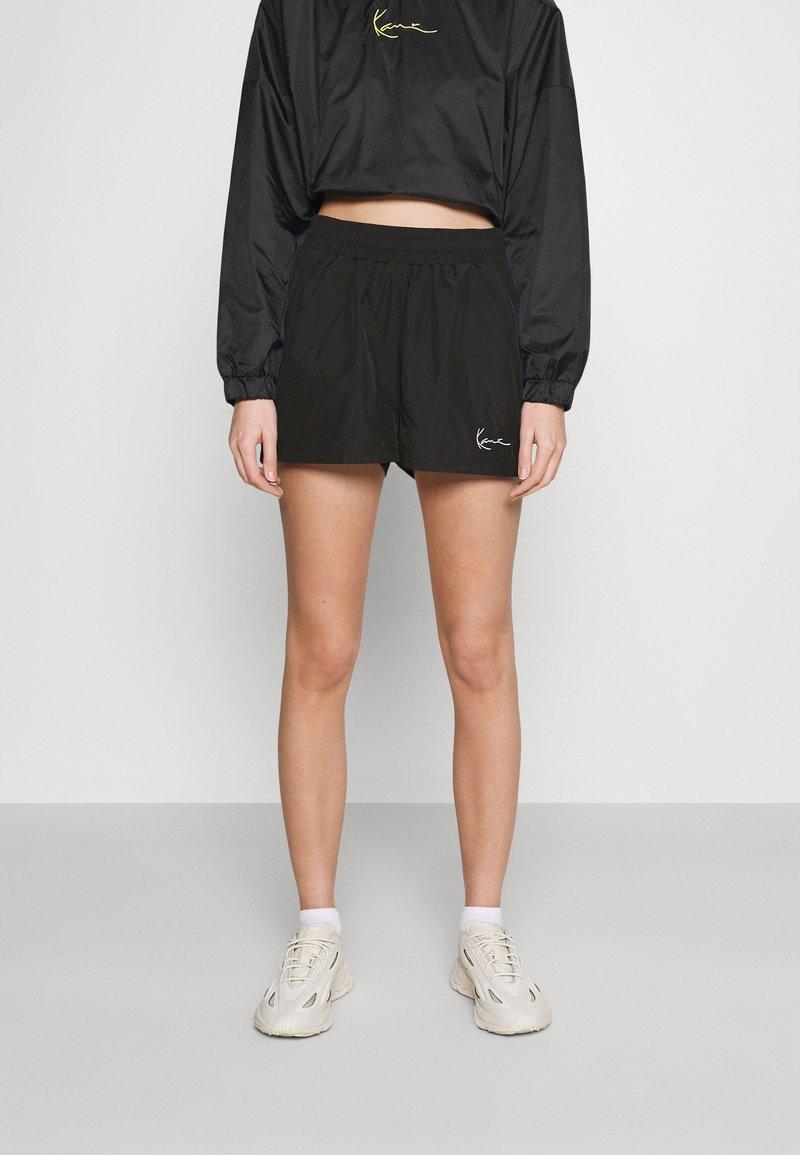 Karl Kani - SMALL SIGNATURE - Shorts - black