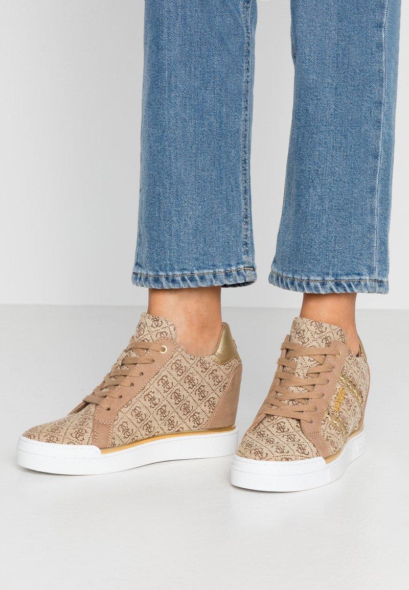 Guess - FAYNE - Sneakers - beige