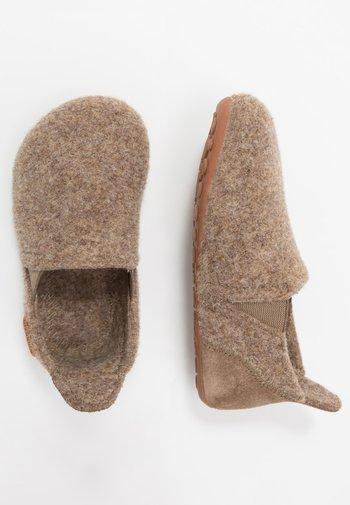 SAILOR HOME SHOE - Slippers - camel