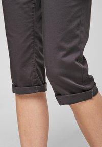 QS by s.Oliver - Shorts - dark grey - 5