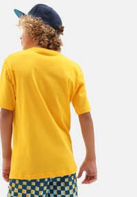 Vans - BY OTW LOGO FILL  - Print T-shirt - saffron/califas - 1