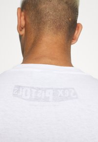 Vintage Supply - SEX PISTOLS GRAPHIC TEE - Print T-shirt - white - 5