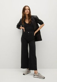 Mango - CATHERIN - Flared Jeans - black denim - 1