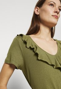 Mos Mosh - FLOUNCE TEE - Basic T-shirt - capulet olive - 5