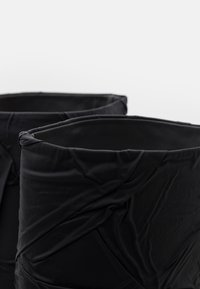 MM6 Maison Margiela - CRUSHED STIVALE TUBO STROPICCIATO - High heeled boots - black - 4