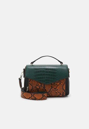 MIXY RAE BAG - Handbag - trekking green