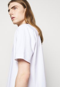 Holzweiler - HANGER TEE - Basic T-shirt - white - 5