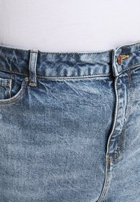 New Look Curves - WAISTENHANCEMOM - Straight leg jeans - mid blue - 3