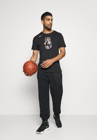 Nike Performance - SPOTLIGHT PANT - Tracksuit bottoms - black - 1