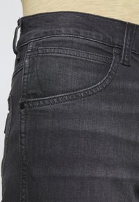 Wrangler - GREENSBORO - Jeansy Straight Leg - black pepper - 4