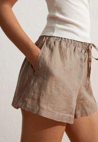 OYSHO - Shorts - brown - 2