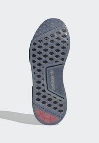 adidas Originals - NMD_R1 SPECTOO UNISEX - Sneakersy niskie - core black/yellow tint - 5