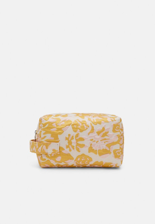 AVER SAVILLE - Across body bag - sunkissed yellow