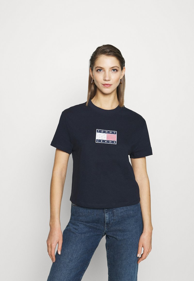 Tommy Jeans - STAR AMERICANA FLAG TEE - T-shirts print - twilight navy