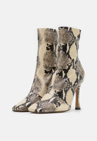 Missguided - SNAKE SQUARE MID STIELLETOE BOOTS - High heeled ankle boots - brown - 2