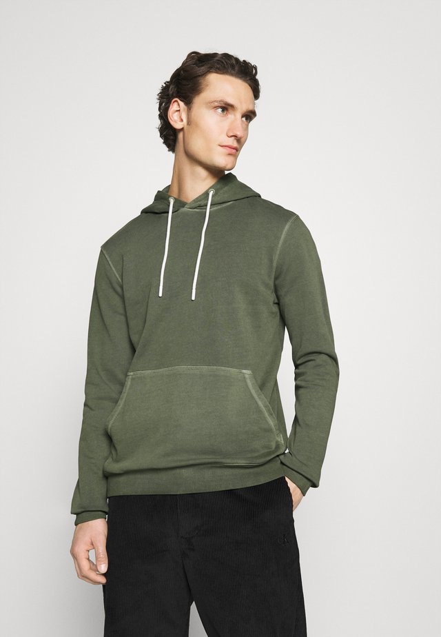 STORMS - Hoodie - climbing ivy