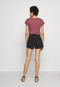 Abercrombie & Fitch - MOM SHANK - Short en jean - black - 2
