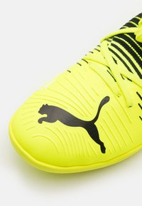 Puma - FUTURE Z 3.1 IT - Indoor football boots - yellow alert/black/white - 5