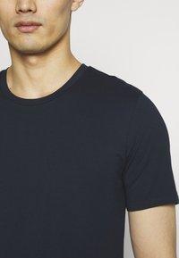 DRYKORN - CARLO - Basic T-shirt - navy - 5