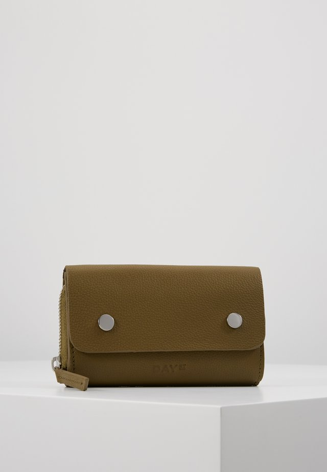 DAY ADDITION WALLET - Portefeuille - fir green