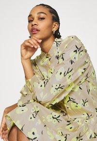 EDITED - RYLEE DRESS - Shirt dress - beige/mischfarben - 3