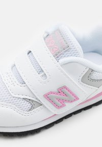 New Balance - IV393CWP - Sneakers - white/pink - 5