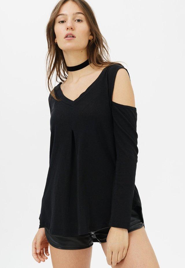 MIT SCHULTERFREIEM SCHNITT - Long sleeved top - black