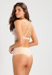 Spanx - THONG - Stahovací prádlo - soft nude - 2