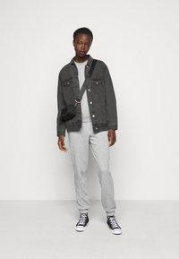 Vero Moda Tall - VMNATALIA SET  - Sweatshirt - light grey melange - 1