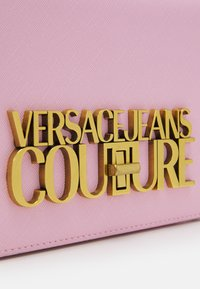 Versace Jeans Couture - LOGOLOCK CROSSBODY - Across body bag - rosa intimo - 6