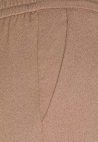 Object Petite - OBJLISA SLIM PANT  - Broek - cognac - 2