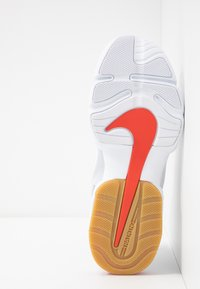 Nike Performance - AIR MAX ALPHA SAVAGE - Sports shoes - wolf grey/habanero red/pure platinum/white - 4
