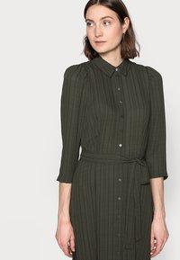 Vero Moda Tall - VMNOVA 3/4 SHIRT DRESS  - Košilové šaty - peat - 3
