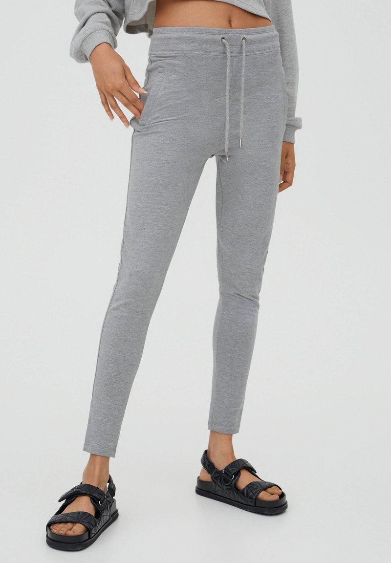 PULL&BEAR - Teplákové kalhoty - grey
