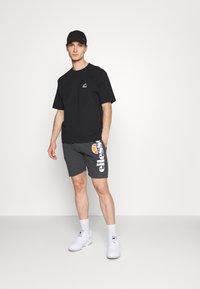 New Balance - ALL TERRAIN POCKET TEE - Basic T-shirt - black - 1