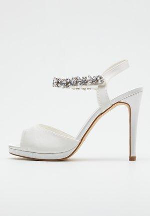 Sandaler med høye hæler - ivory