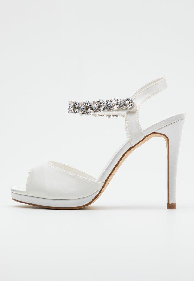 Højhælede sandaletter / Højhælede sandaler - ivory