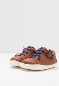 Camper - PEU CAMI - Zapatos de bebé - brown - 1