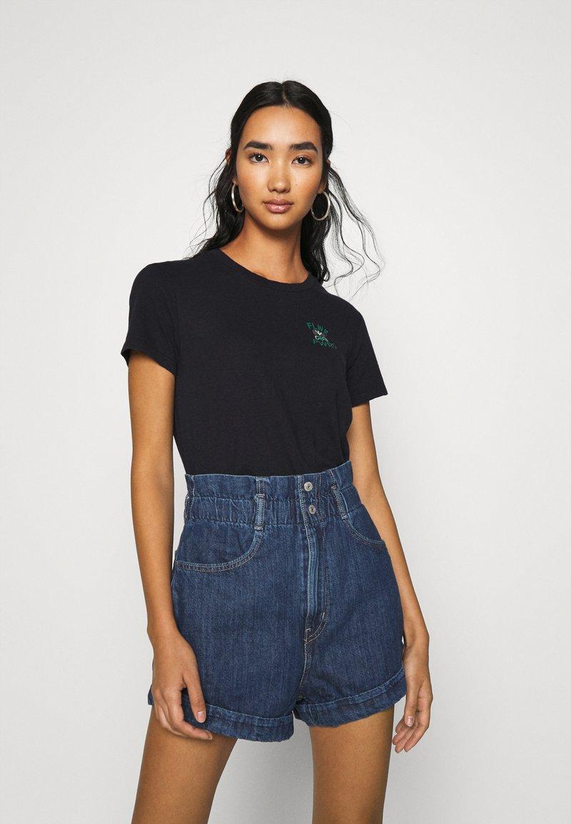 Levi's® - WELLTHREAD PERFECT TEE - T-shirt basic - nightfall black
