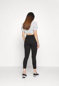Topshop Petite - JAMIE CLEAN - Jeansy Skinny Fit - black - 2