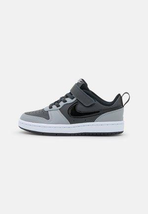 COURT BOROUGH  - Sneakers laag - anthracite/black/stadium grey/pure platinum