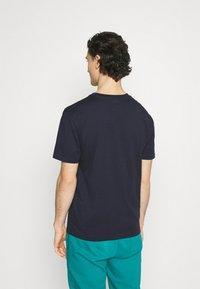 New Balance - ESSENTIALS EMBROIDERED TEE - T-shirt - bas - eclipse - 2