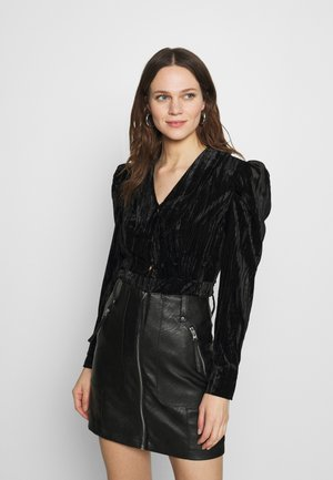 POINTED COLLAR TOP - Button-down blouse - black