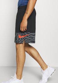 Nike Performance - SHORT 3.0  - Korte sportsbukser - black/team orange - 3