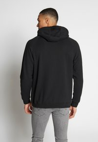adidas Originals - ADICOLOR PREMIUM TREFOIL HODDIE SWEAT - Bluza z kapturem - black - 2