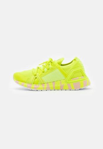 ULTRABOOST 20 S. - Zapatillas de running neutras - acid yellow/pearl rose
