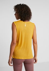 Free People - OM TANK - Top - mustard - 2