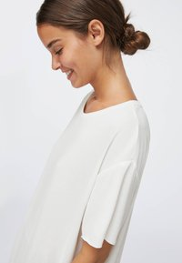 OYSHO - Jednoduché triko - white - 4