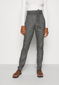 Vero Moda Tall - VMEVA LOOSE PAPERBAG AMY PANT - Trousers - black/houndstooth grey/white - 0